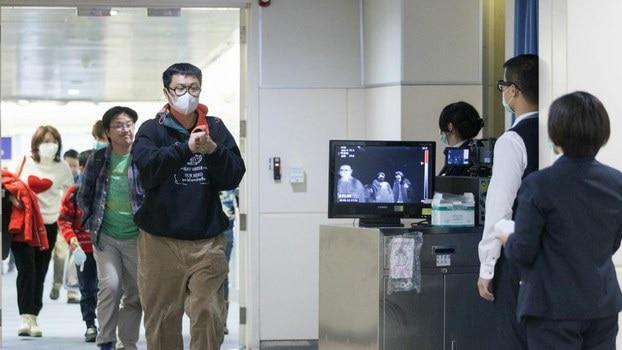 Hai chị em uống thuốc hạ sốt để giấu triệu chứng nhiễm COVID-19 hòng qua mặt an ninh sân bay - Ảnh 3