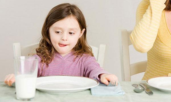 4 sai lầm khi cho bé uống sữa tươi gây ảnh hưởng hệ tiêu hóa - Ảnh 1