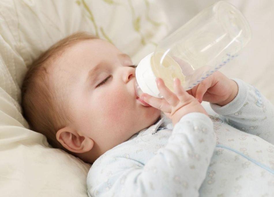 Muốn con thông minh khỏe mạnh mẹ hãy cho con uống nước vào đúng 4 thời điểm vàng này - Ảnh 1