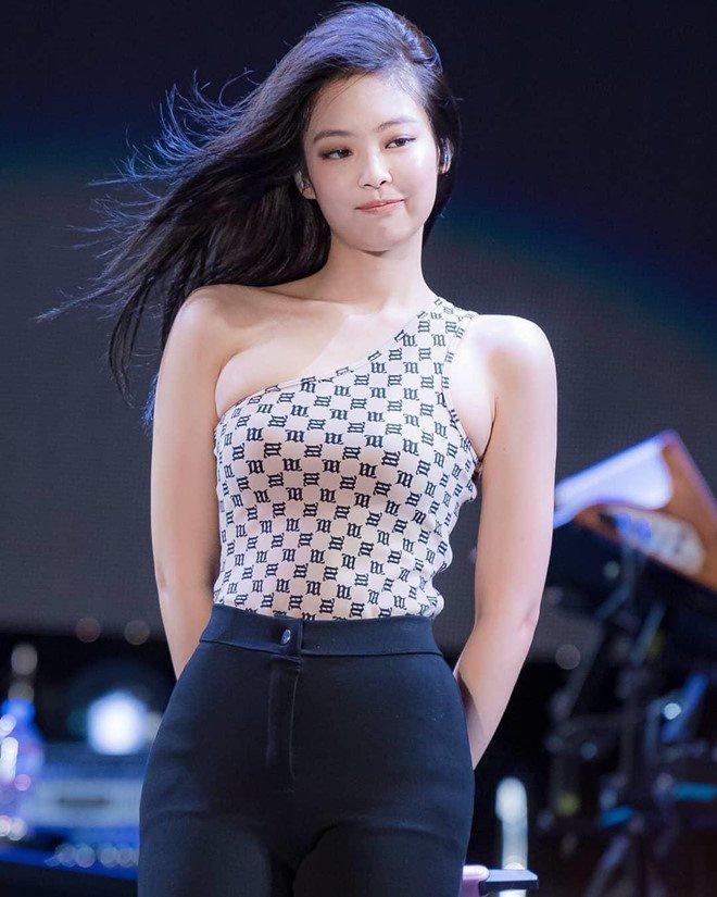Vượt mặt Jennie, Lia (ITZY) được khen có tỷ lệ cơ thể đẹp nhất Kpop - Ảnh 10