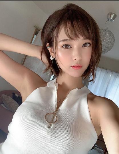 Nữ nha sĩ Nhật Bản nổi tiếng vì vẻ ngoài siêu 'nóng bỏng' - Ảnh 7