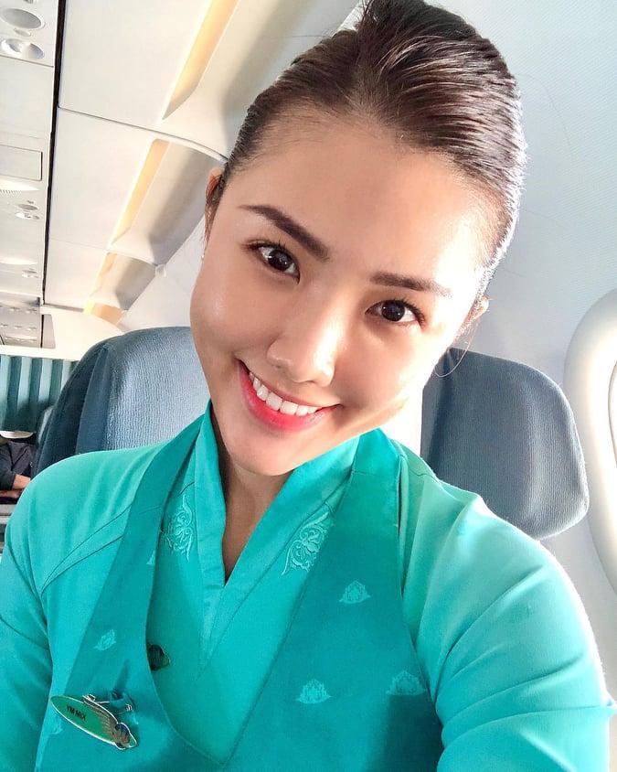 Nữ tiếp viên hàng không với loạt ảnh khoe trọn body 'bốc lửa'  - Ảnh 1