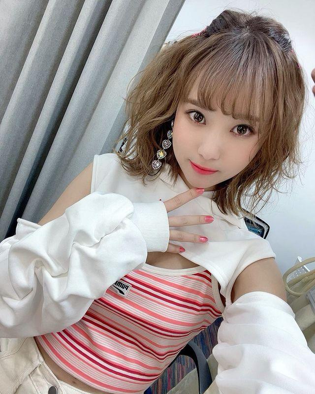 Nữ nha sĩ Nhật Bản nổi tiếng vì vẻ ngoài siêu 'nóng bỏng' - Ảnh 1