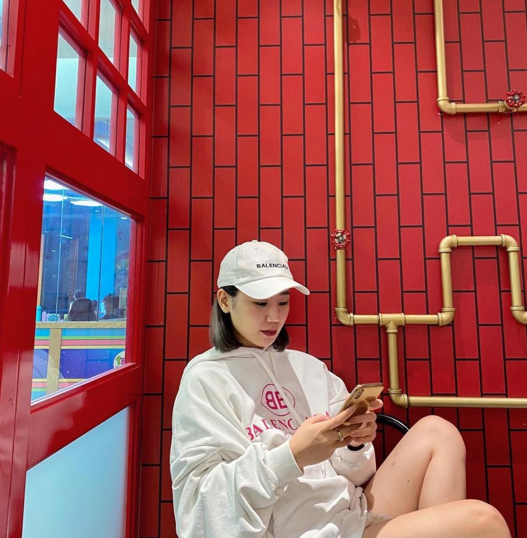 Không chỉ xinh đẹp, hot girl RMIT còn gây choáng với thú vui sắm hàng hiệu giá 'khủng' - Ảnh 13