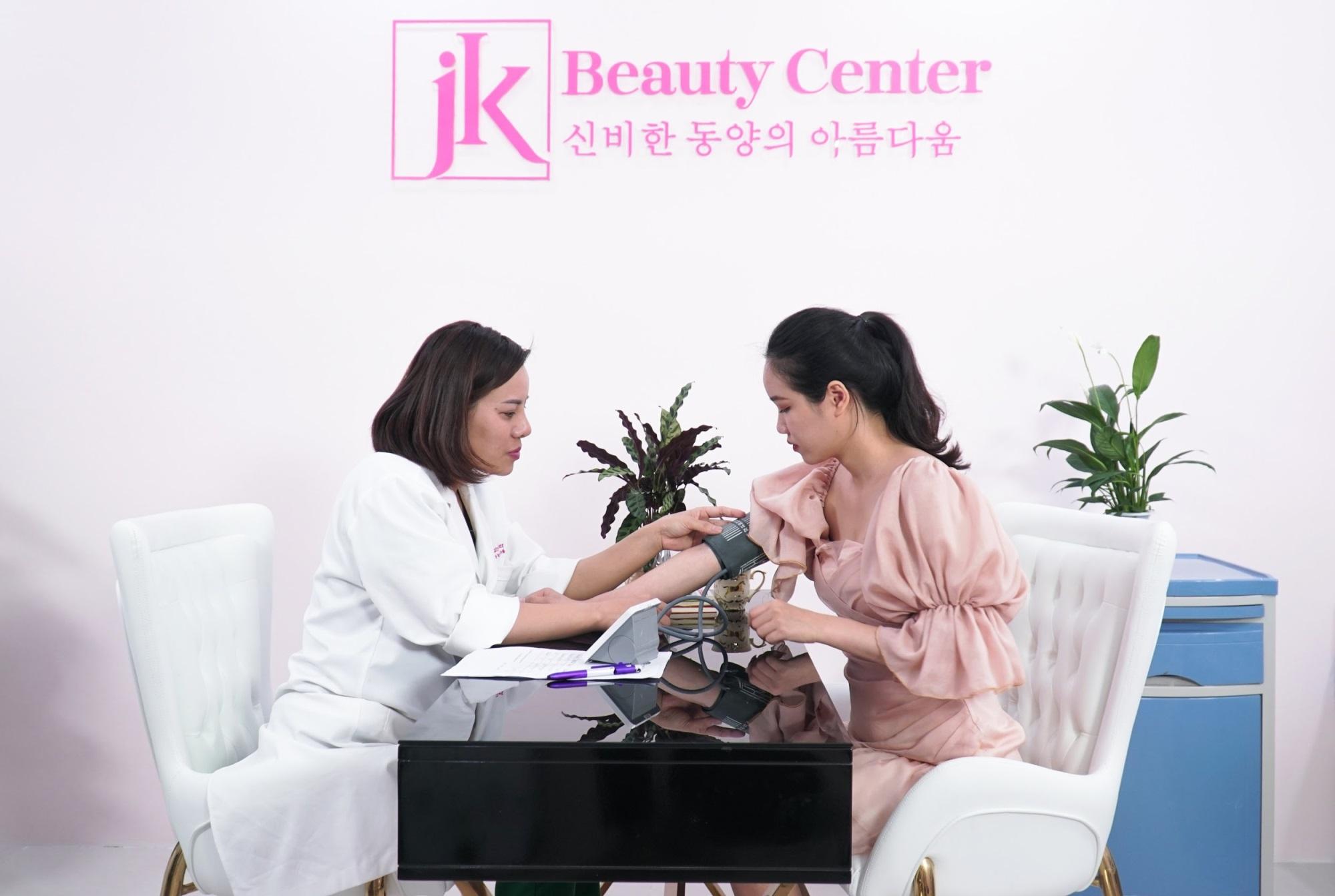 Cùng dàn sao Việt ra mắt Trung tâm chăm sóc sức khỏe và sắc đẹp hiện đại bậc nhất Việt Nam - Ảnh 1