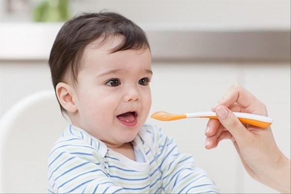 Mẹ chồng nàng dâu mâu thuẫn chỉ vì thêm muối vào món ăn dặm của trẻ dưới 1 tuổi, bác sĩ chỉ ra những căn bệnh cực kỳ nguy hiểm nếu cho con ăn uống thế này - Ảnh 2