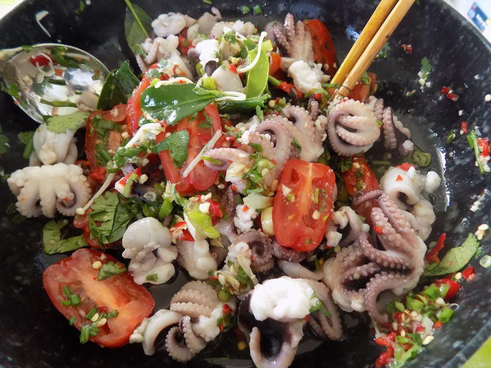 Trổ tài làm gỏi bạch tuộc kiểu Thái ngon xuất sắc, ai ăn cũng mê tít - Ảnh 5