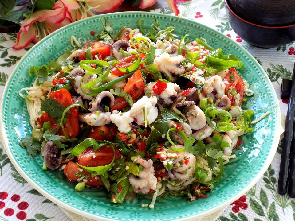 Trổ tài làm gỏi bạch tuộc kiểu Thái ngon xuất sắc, ai ăn cũng mê tít - Ảnh 6