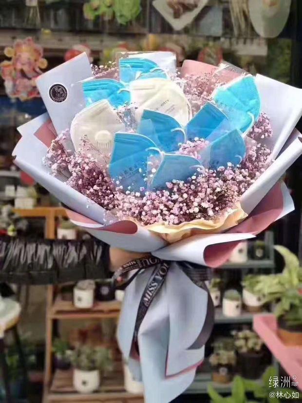 Bắt trend giữa mùa dịch như Hoắc Kiến Hoa, tặng vợ cả 'bó hoa đặc biệt' này vào ngày Valentine  - Ảnh 1