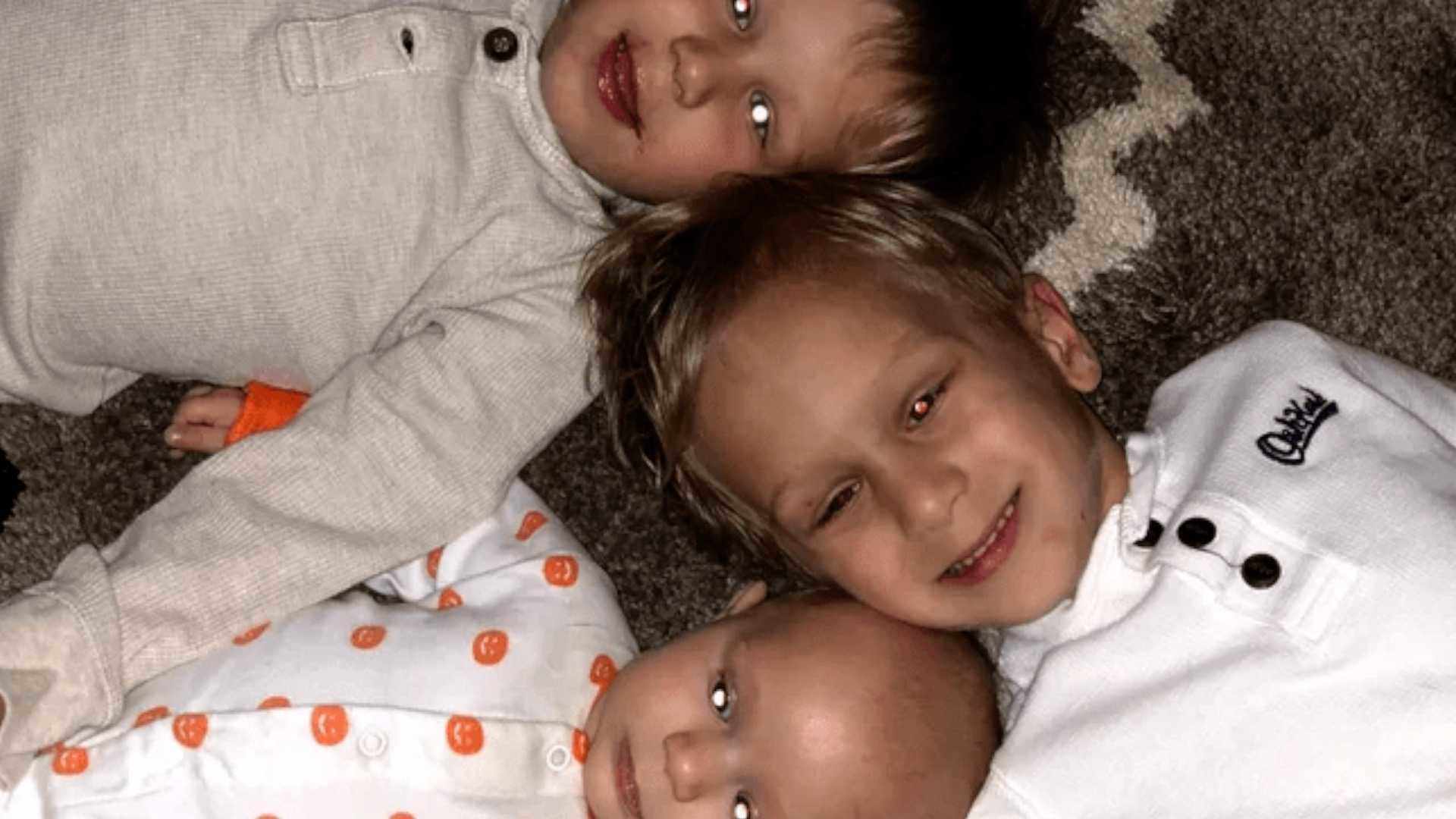Bức ảnh chụp 3 cậu bé có chung một đặc điểm nhưng đó lại là dấu hiệu ung thư - Ảnh 1