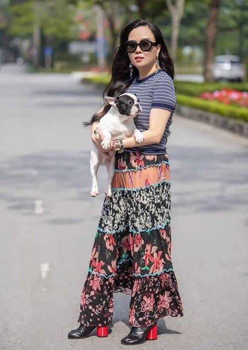 Hàng trăm lần mix hàng hiệu lạc quẻ, hình như Phượng Chanel có 'thù truyền kiếp' với chân váy? - Ảnh 2