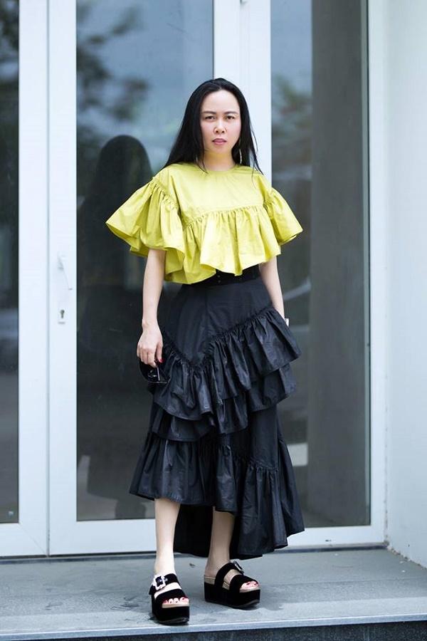 Hàng trăm lần mix hàng hiệu lạc quẻ, hình như Phượng Chanel có 'thù truyền kiếp' với chân váy? - Ảnh 4
