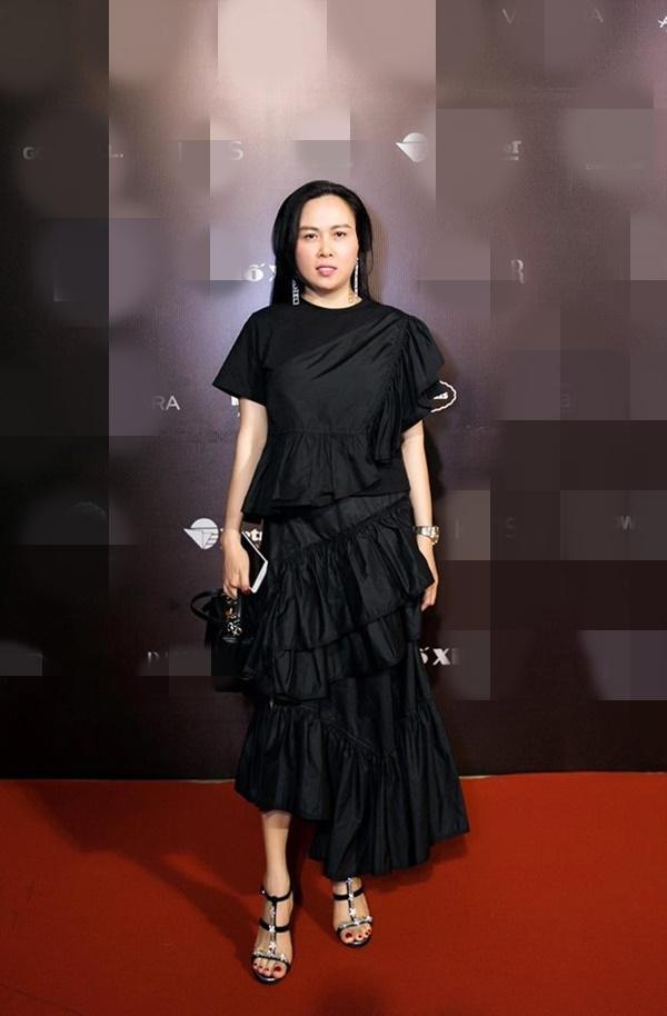Hàng trăm lần mix hàng hiệu lạc quẻ, hình như Phượng Chanel có 'thù truyền kiếp' với chân váy? - Ảnh 5