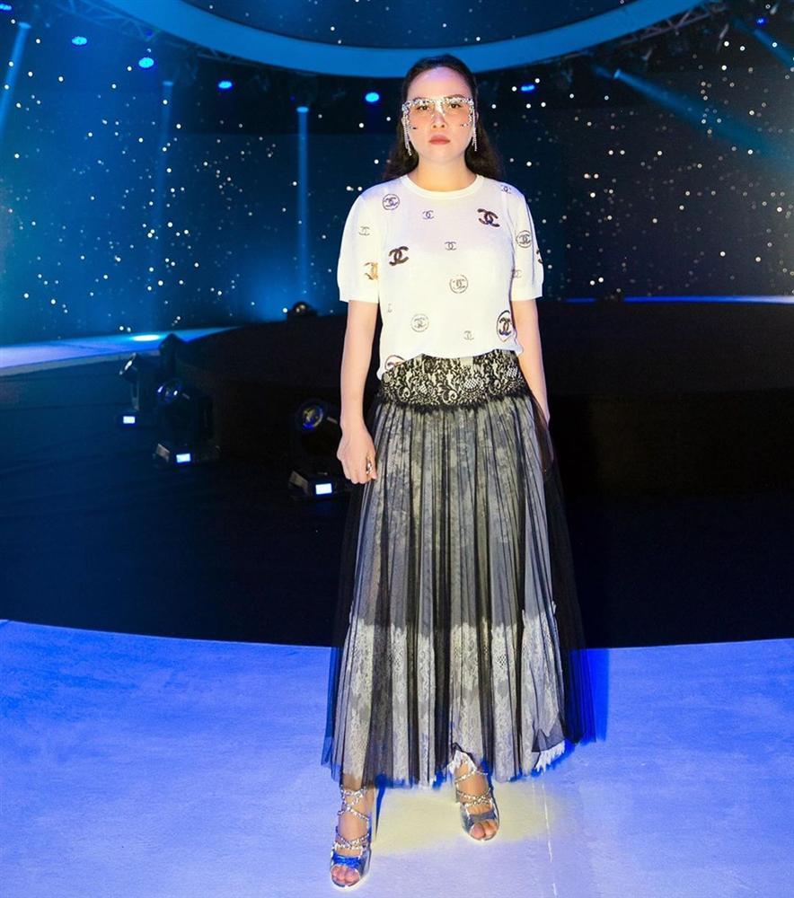 Hàng trăm lần mix hàng hiệu lạc quẻ, hình như Phượng Chanel có 'thù truyền kiếp' với chân váy? - Ảnh 6