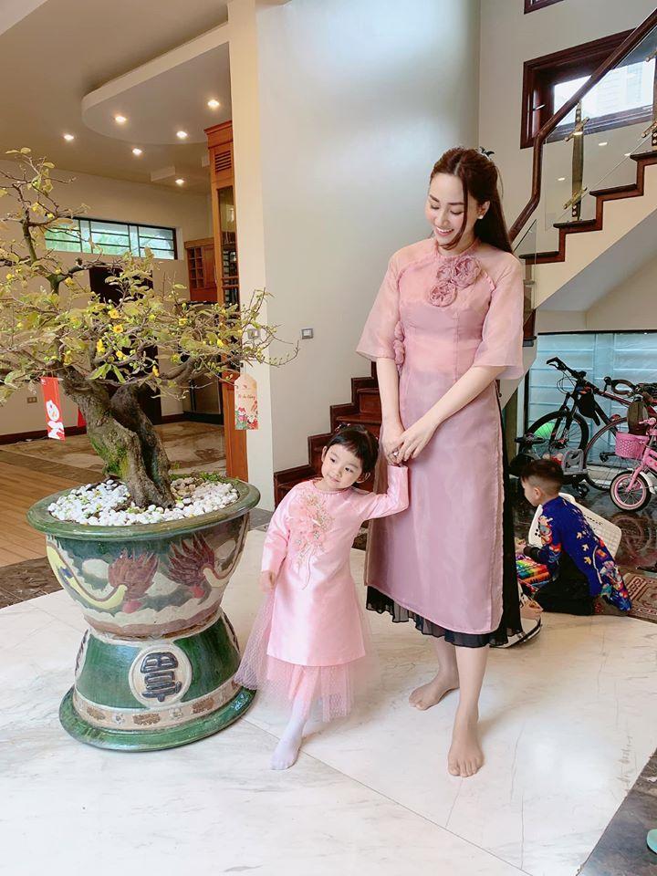 Hiếm hoi mới xuất hiện, ái nữ 4 tuổi nhà Á hậu Ngô Trà My gây ngỡ ngàng vì 'quá xinh' - Ảnh 4