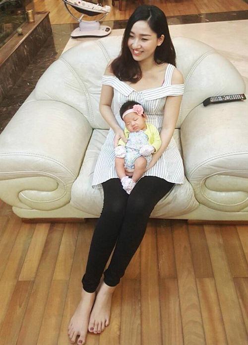 Hiếm hoi mới xuất hiện, ái nữ 4 tuổi nhà Á hậu Ngô Trà My gây ngỡ ngàng vì 'quá xinh' - Ảnh 8