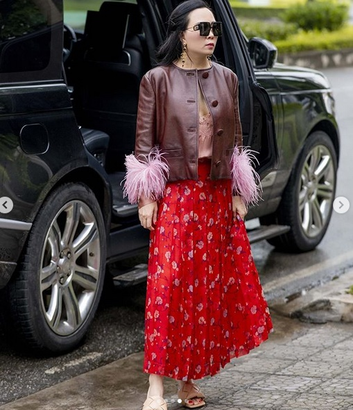 Phượng Chanel lại tấu hài với bộ cánh như đi diễn tuồng - Ảnh 4