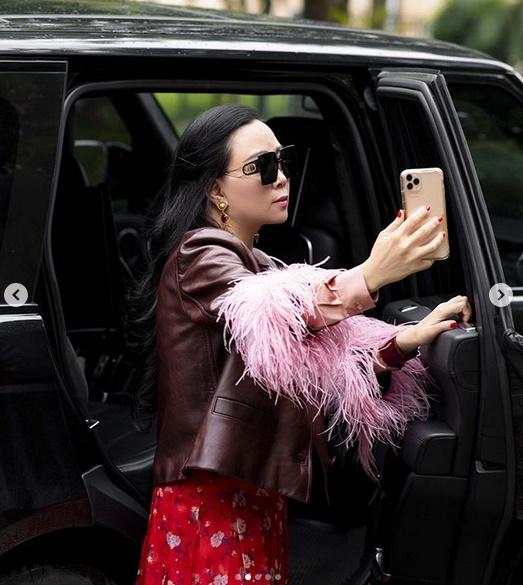 Phượng Chanel lại tấu hài với bộ cánh như đi diễn tuồng - Ảnh 5