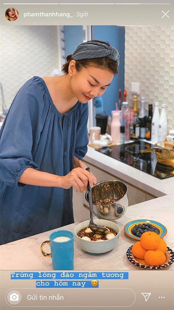 Sao Việt tiết kiệm mùa dịch: Người mặc đồ cả tuần mới giặt, người chăm chỉ vào bếp nấu ăn - Ảnh 5
