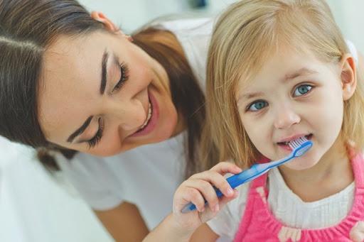 Những căn bệnh răng miệng thường gặp ở trẻ nhỏ, bố mẹ phải đặc biệt quan tâm - Ảnh 1