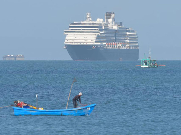 Phát hiện khách của du thuyền Westerdam vừa cập cảng Campuchia nhiễm COVID-19 - Ảnh 2