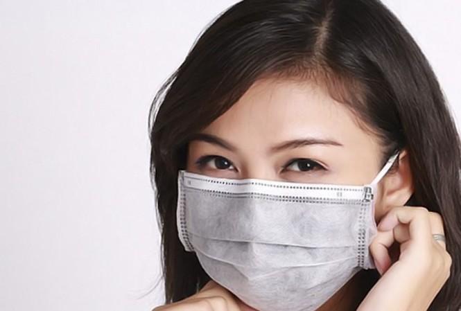 Bác sỹ chỉ cách chống mụn và dị ứng do đeo khẩu trang - Ảnh 1