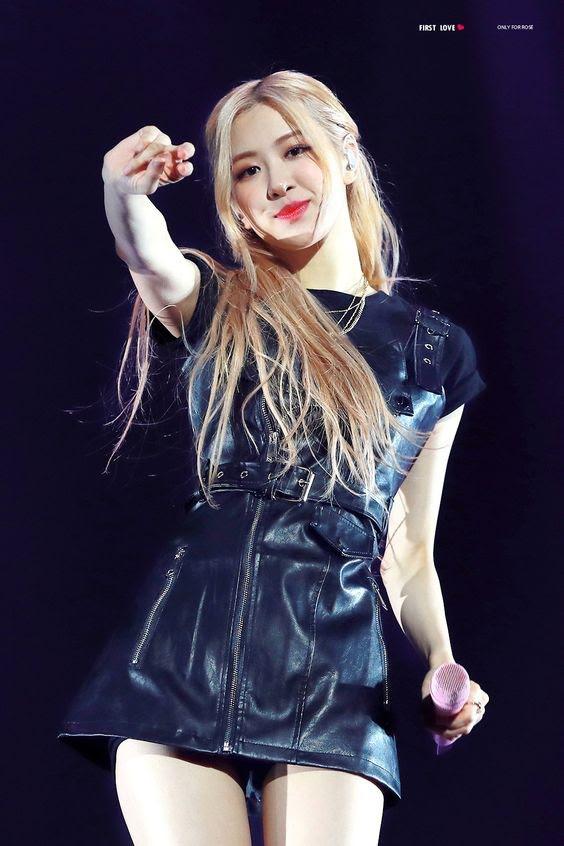 Rosé trông như nữ hoàng lộng lẫy khi diện váy áo đen bó sát - Ảnh 1