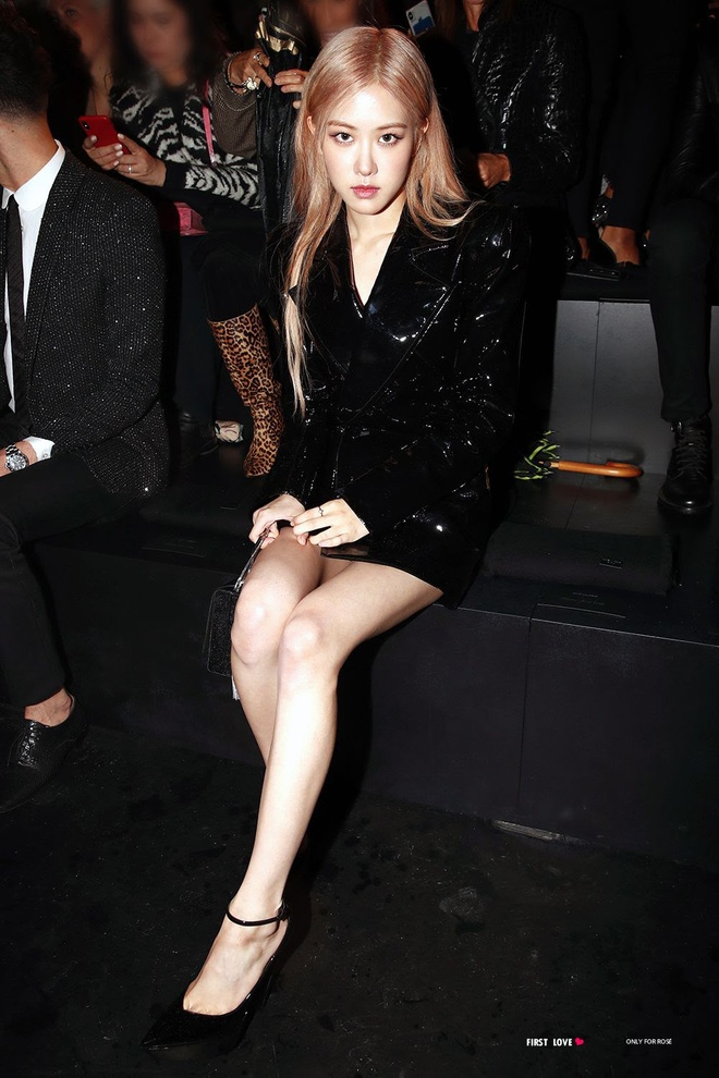 Rosé trông như nữ hoàng lộng lẫy khi diện váy áo đen bó sát - Ảnh 12