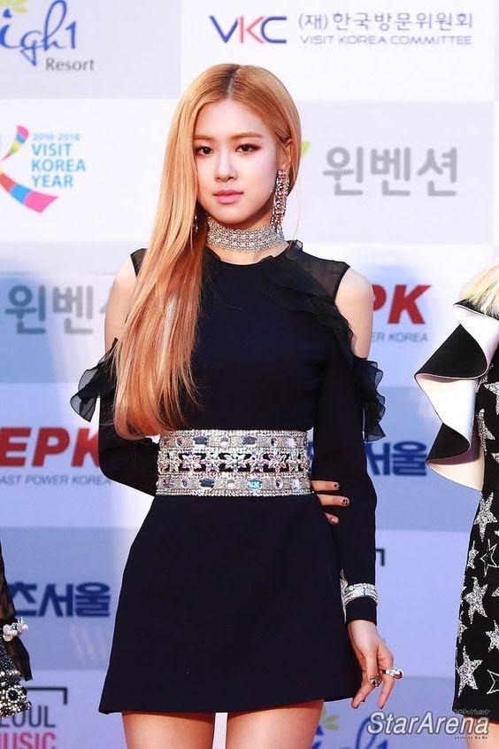 Rosé trông như nữ hoàng lộng lẫy khi diện váy áo đen bó sát - Ảnh 9