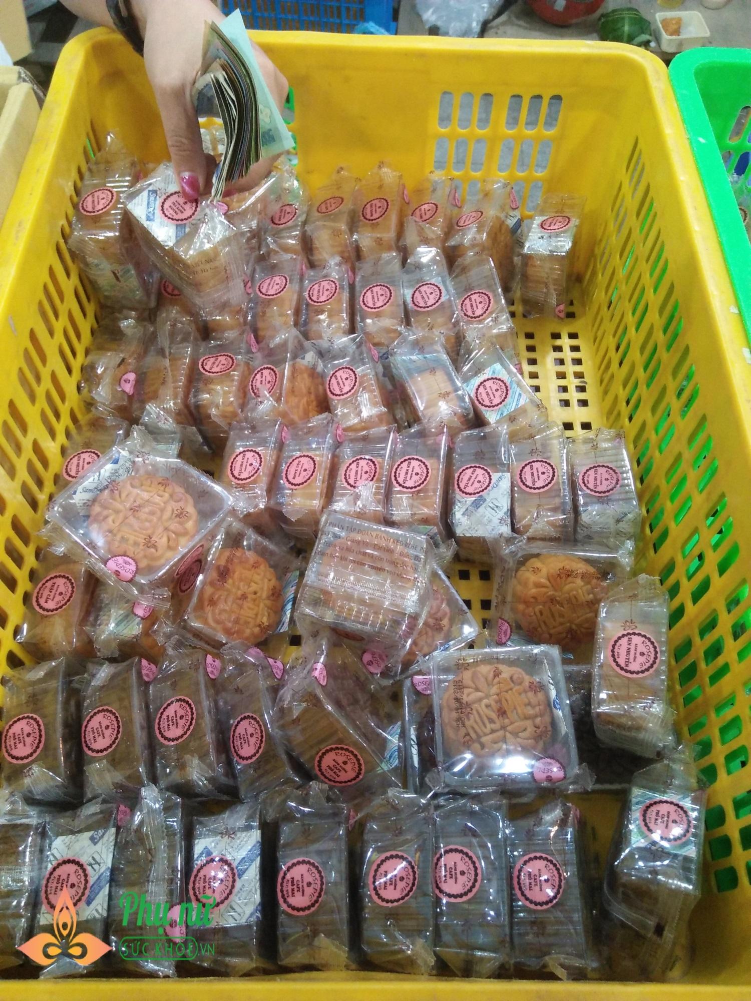 Hết rằm tháng tám, dân Hà thành đổ xô mua bánh trung thu đại hạ giá 20k - Ảnh 4