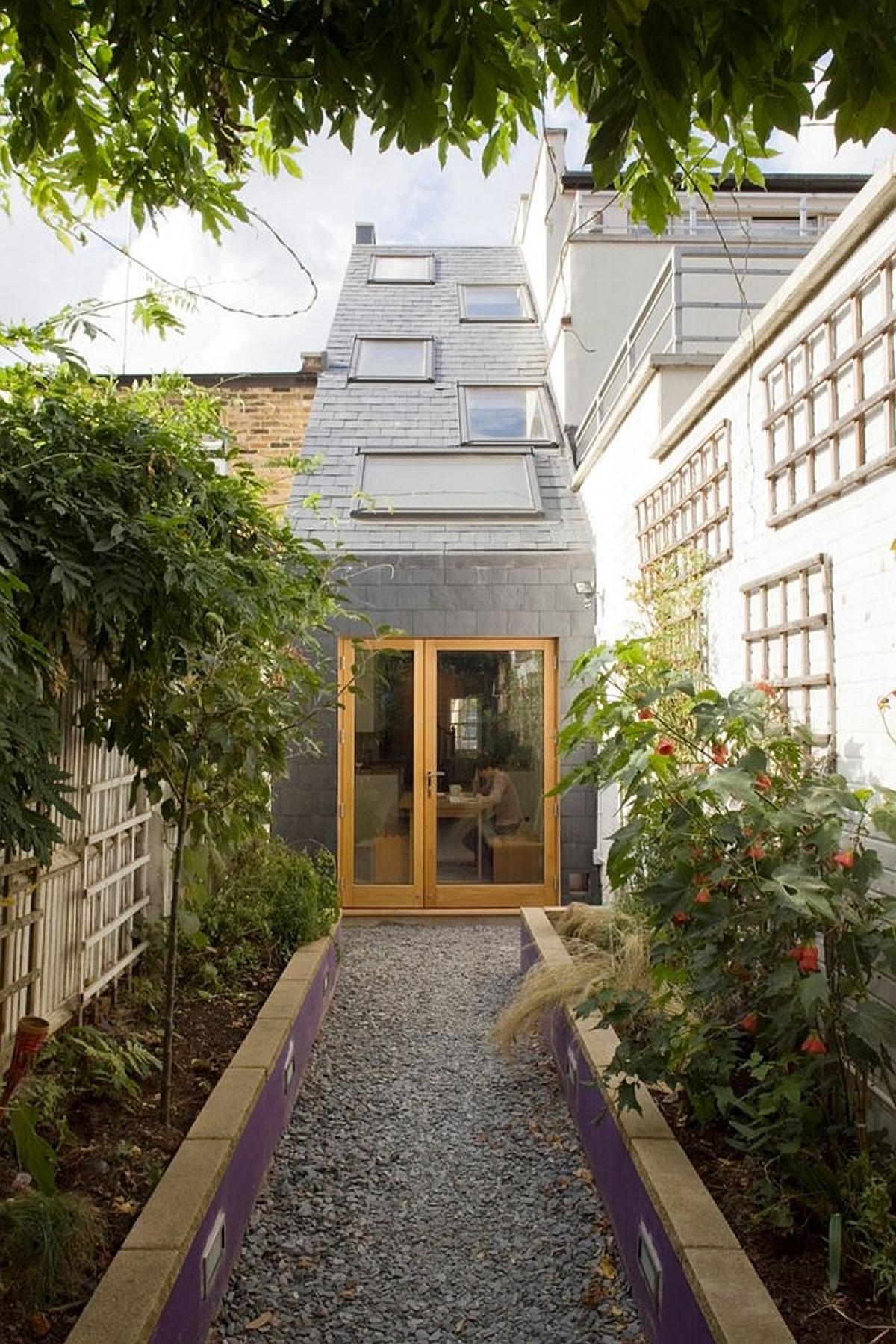 Ngôi nhà độc đáo chỉ rộng 2,3 m2 ở London - Ảnh 2