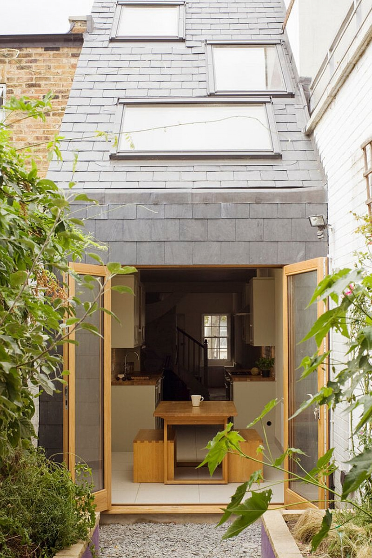 Ngôi nhà độc đáo chỉ rộng 2,3 m2 ở London - Ảnh 1