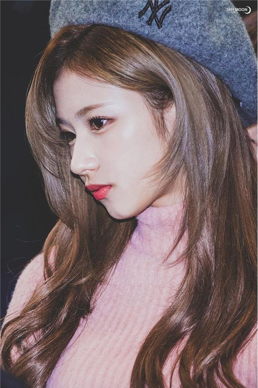 Top 7 idol nữ sở hữu chiếc mũi cao tự nhiên nhất: Jisoo với góc nghiêng xuất sắc nhưng phải chịu thua vẻ đẹp của người này - Ảnh 2