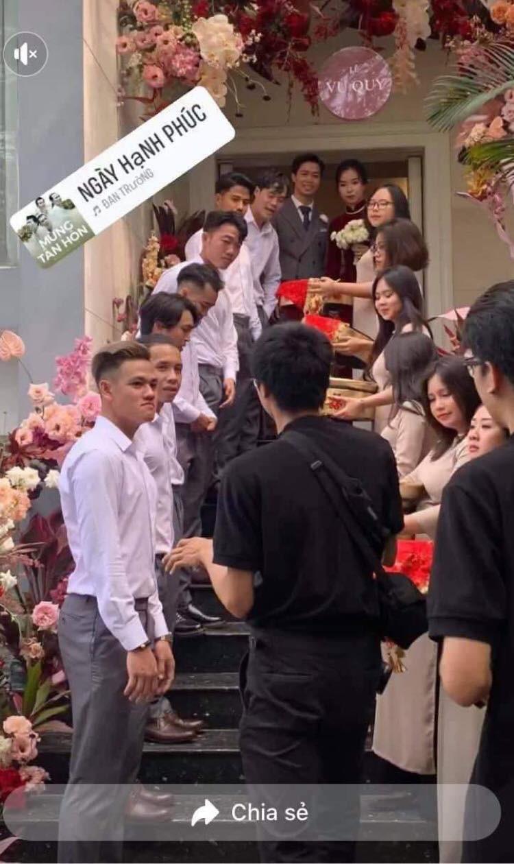 Lộ hình ảnh hiếm hoi trong đám cưới Công Phượng: Dàn bê tráp xịn xò mới thực sự choáng - Ảnh 1