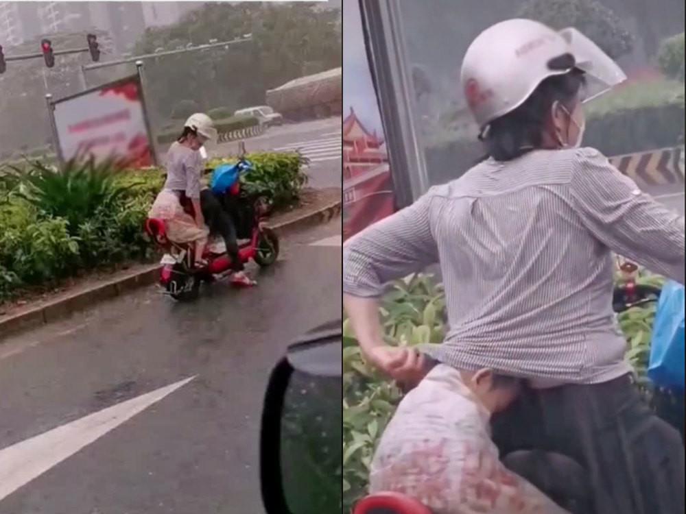 Đón con về giữa trời mưa, việc làm của người mẹ khiến ai cũng cảm động - Ảnh 1