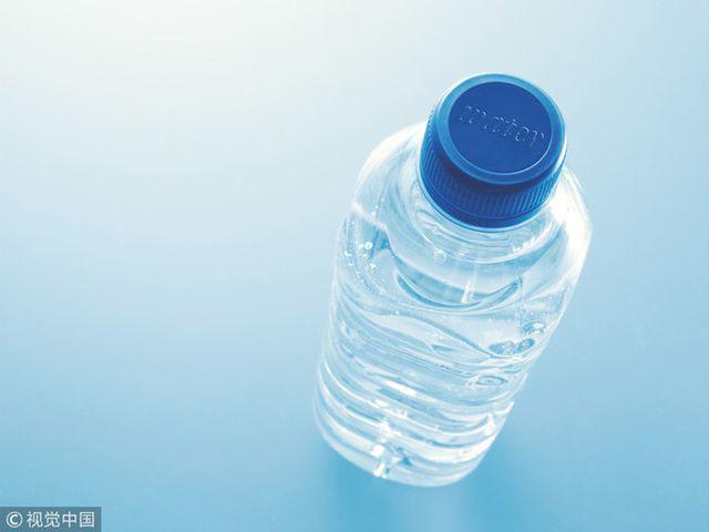 Con gái 10 tuổi đã có kinh nguyệt, bác sĩ nhìn chai nước liền khuyên bỏ ngay thói quen này - Ảnh 2