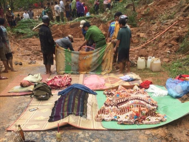 Tìm thấy 6 thi thể trong một gia đình bị vùi lấp do sạt lở núi ở Quảng Trị - Ảnh 1