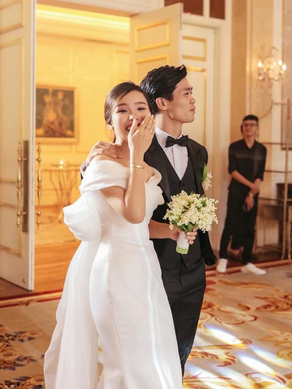 Bê tráp đám cưới Công Phượng, hai cô gái vô tình nổi tiếng MXH - Ảnh 1