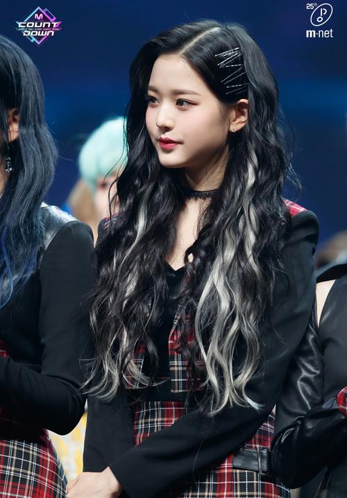 4 kiểu kẹp tóc 'chanh sả' giúp idol Hàn tăng nhan sắc - Ảnh 1