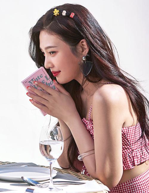 4 kiểu kẹp tóc 'chanh sả' giúp idol Hàn tăng nhan sắc - Ảnh 6