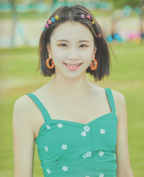 4 kiểu kẹp tóc 'chanh sả' giúp idol Hàn tăng nhan sắc - Ảnh 7