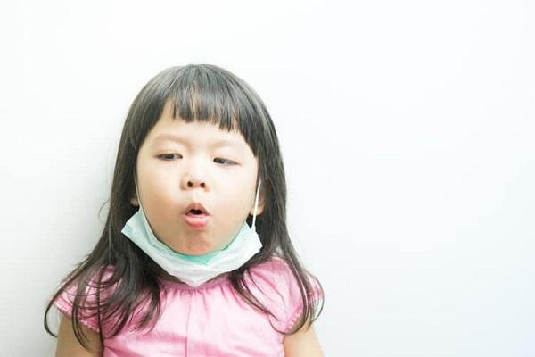 Bé gái 9 tuổi không thể nói được sau 1 đêm ngủ dậy, bác sĩ cảnh báo căn bệnh bố mẹ không được chủ quan - Ảnh 2
