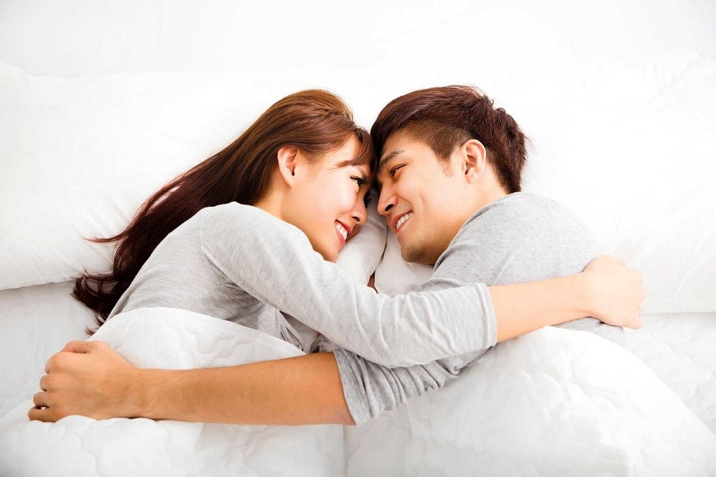 7 dấu hiệu giúp đàn ông nhận biết vợ có nhu cầu 'chuyện ấy'... như hổ như sói  - Ảnh 1
