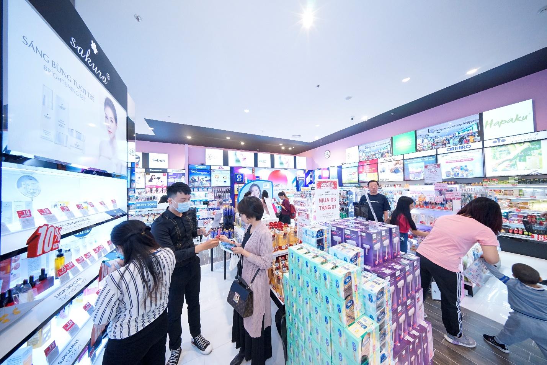 1 tháng sau khai trương, cửa hàng Glam Beautique đầu tiên tại Hải Phòng đón gần 15.000 lượt khách mua sắm - Ảnh 1