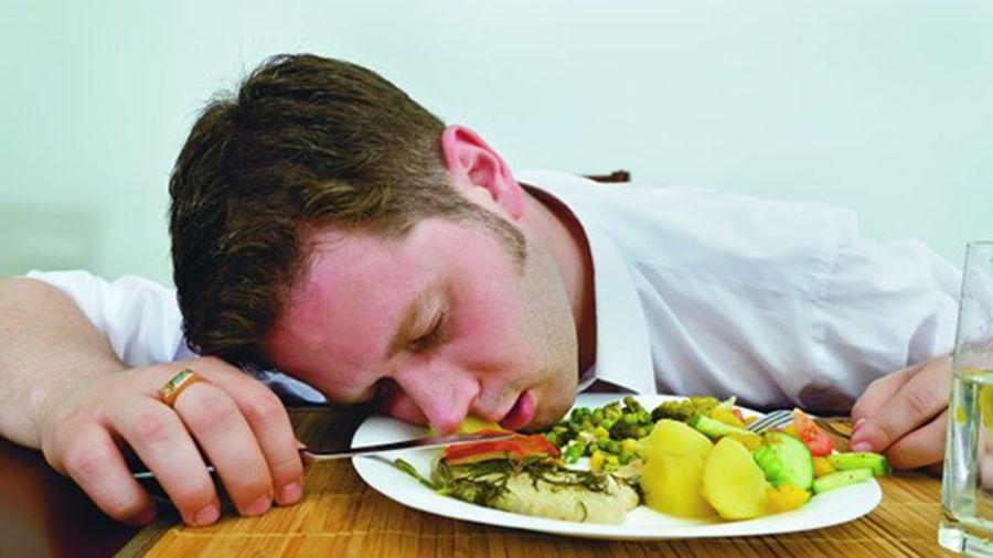 4 kiểu ăn uống 'độc hại' dân văn phòng thường mắc phải mỗi khi đi làm, vừa xấu dáng lại hại sức khỏe nghiêm trọng  - Ảnh 2