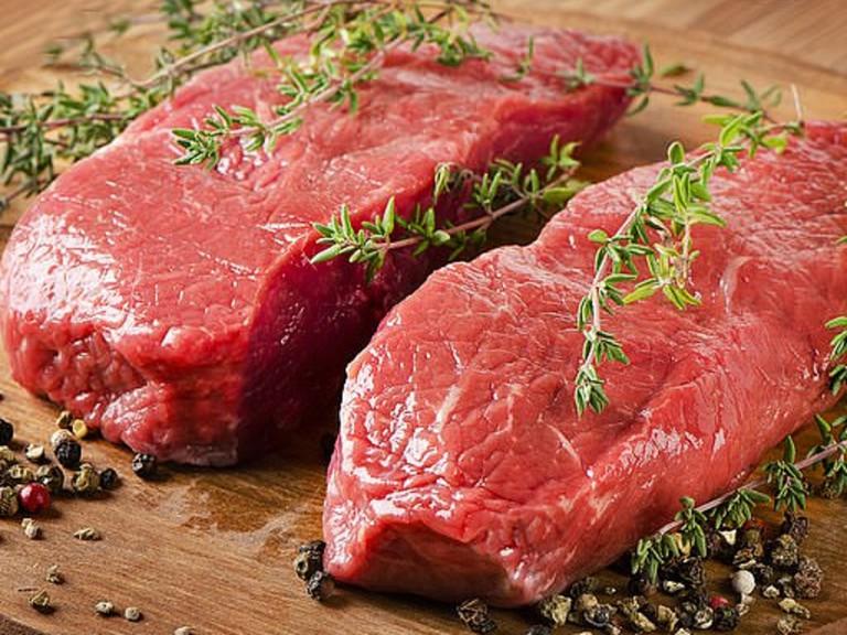 Nhiều trường hợp ngộ độc do ăn thịt bò, chuyên gia cảnh báo 4 nhóm người này nên CỰ TUYỆT ăn - Ảnh 1