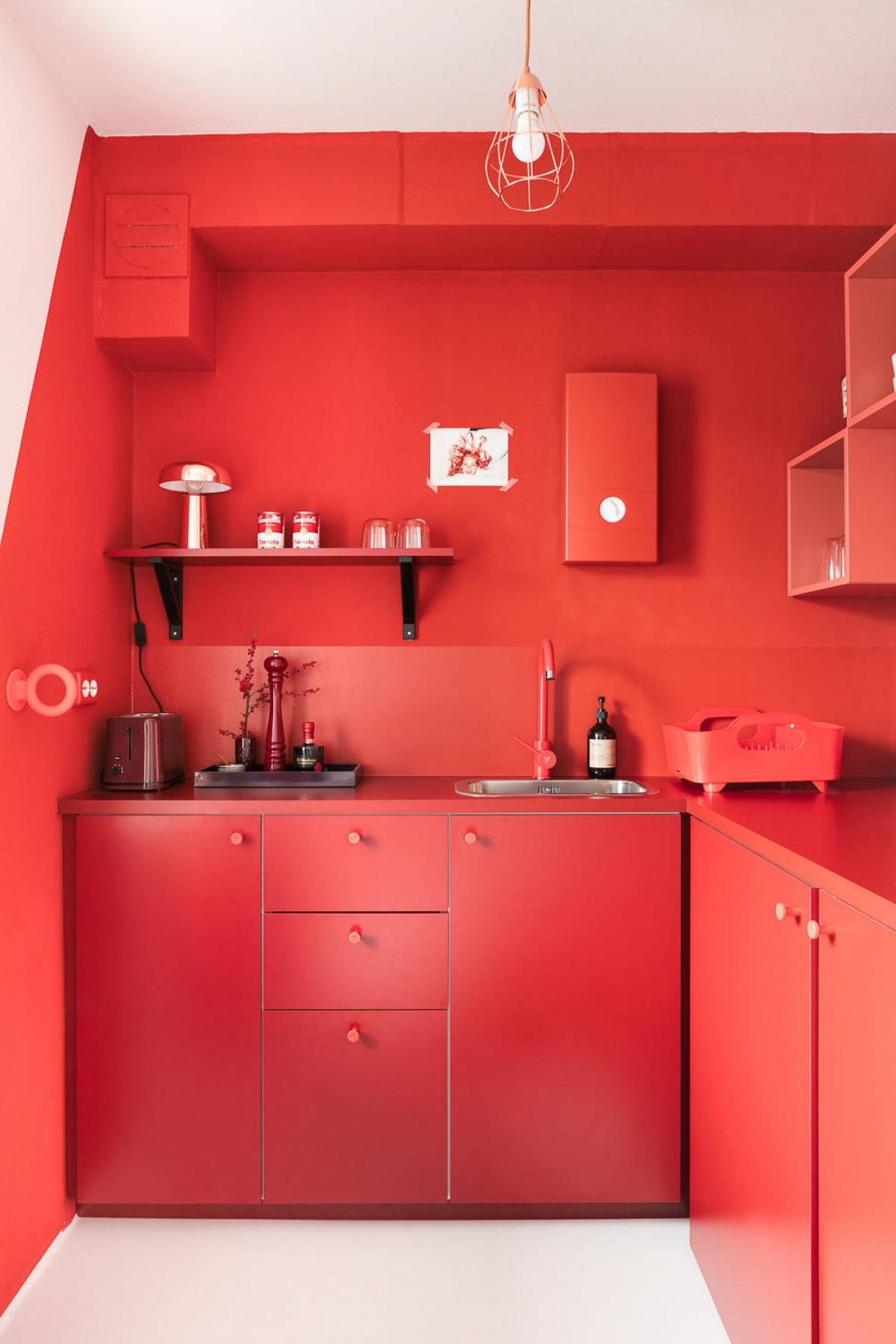 Tham khảo các thiết kế nhà bếp 'chơi trội' với màu 'nóng' - Ảnh 7