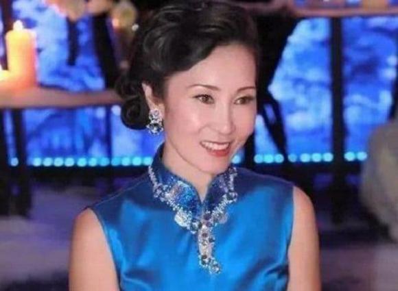 5 nữ nhân nổi tiếng vừa giàu, vừa đẹp ở Trung Quốc: Triệu Vy đứng cuối, 'hot girl trà sữa' chễm chệ ngôi đầu - Ảnh 2