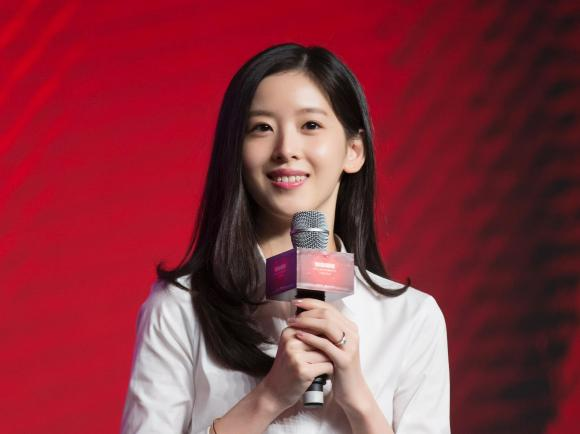 5 nữ nhân nổi tiếng vừa giàu, vừa đẹp ở Trung Quốc: Triệu Vy đứng cuối, 'hot girl trà sữa' chễm chệ ngôi đầu - Ảnh 5