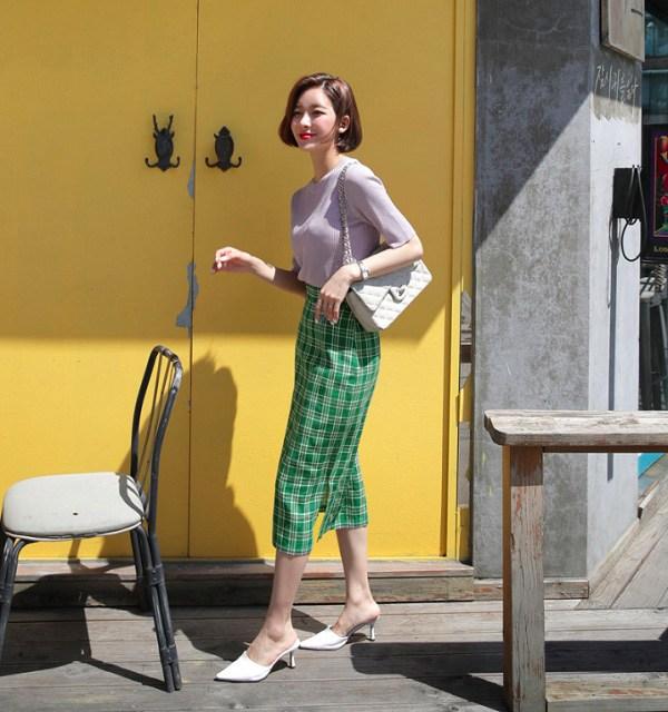 """Những kiểu chân váy kẻ caro xinh xắn, chị em diện lên vừa nổi bật lại """"hack"""" tuổi triệt để - Ảnh 5"""